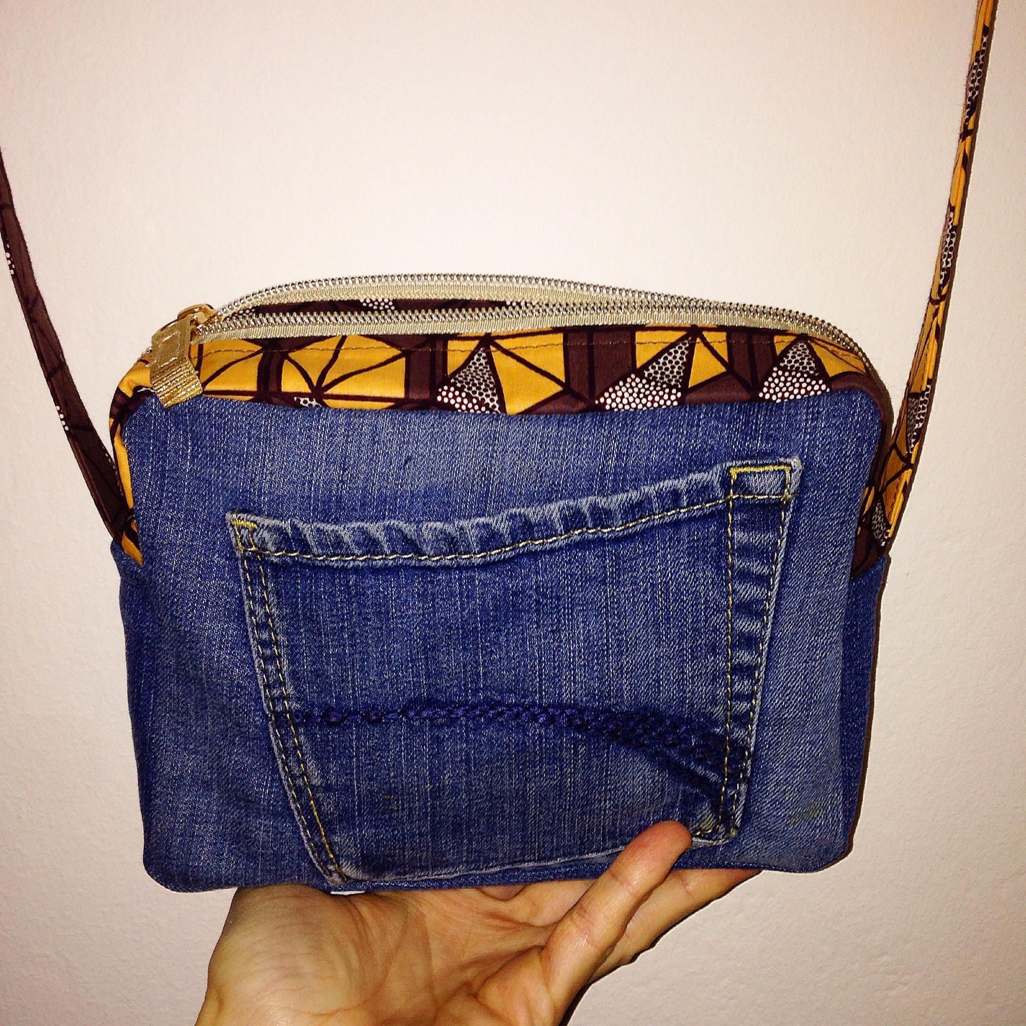 Petite besace en jeans et tissu africain