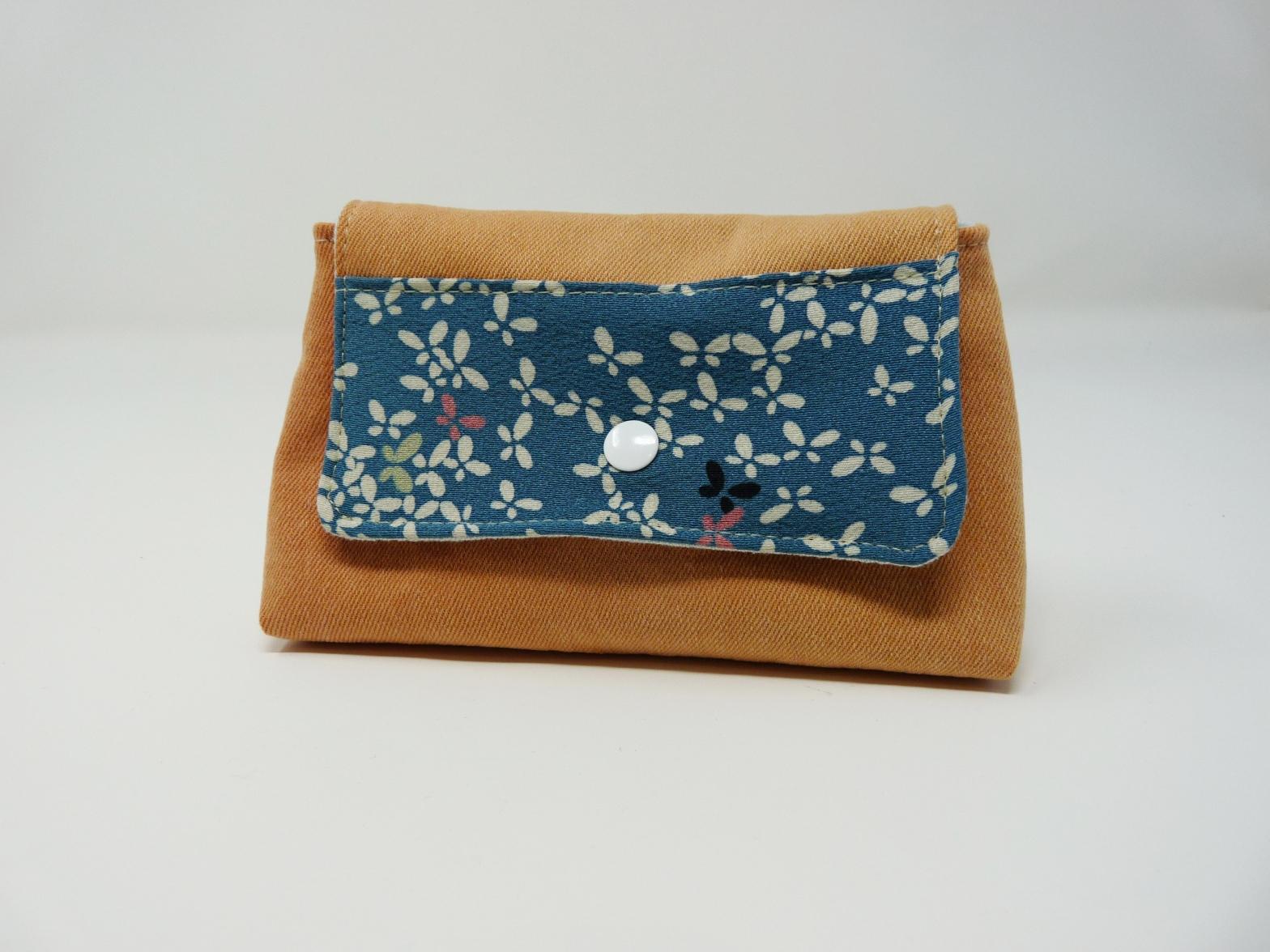 Pochette orange avec tissu japonais bleu à motifs de papillons