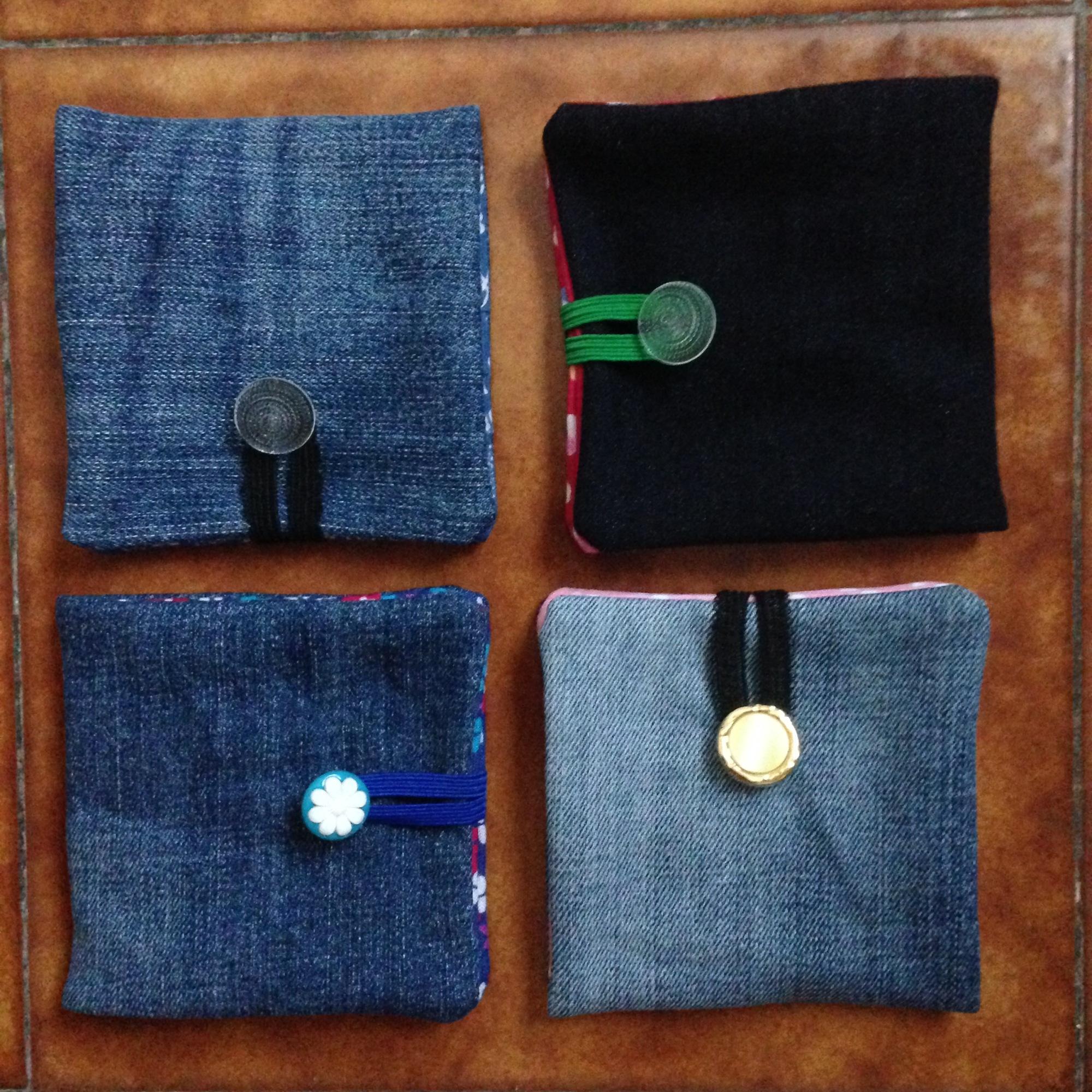 Porte-cartes en tissu et jeans