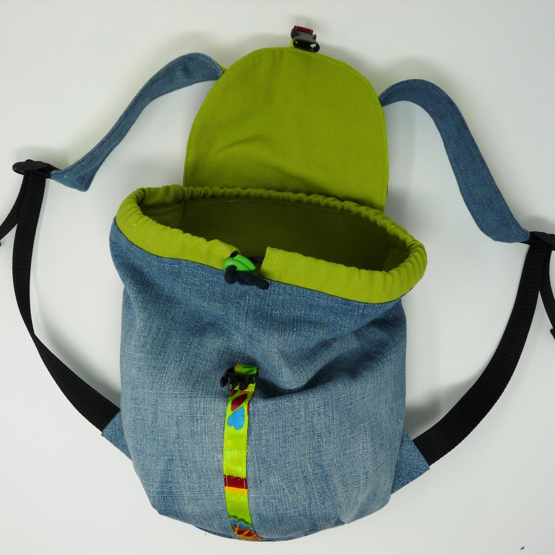 Petit sac à dos en jeans et pagne vert